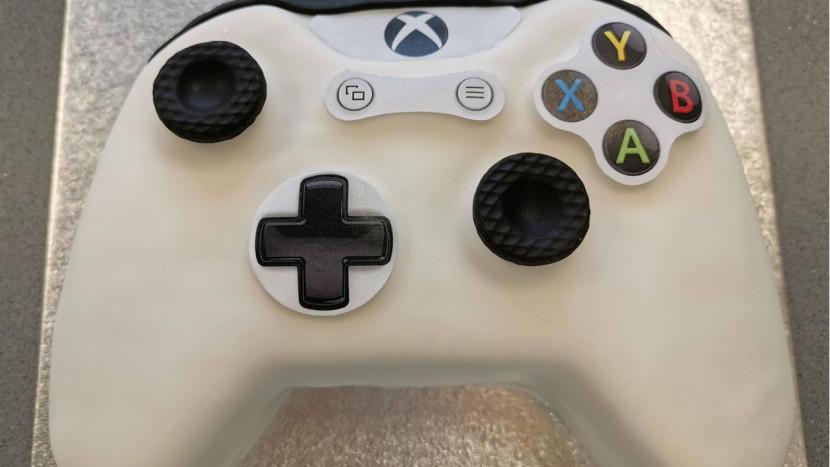 Binnenkort kan je smullen van de officiële Xbox controller cake