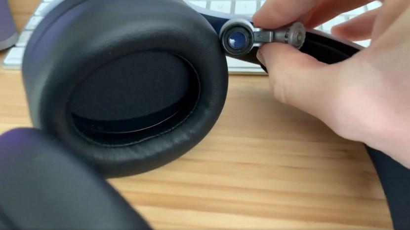 De PS5 headset heeft ook van die microscopisch kleine PlayStation icoontjes
