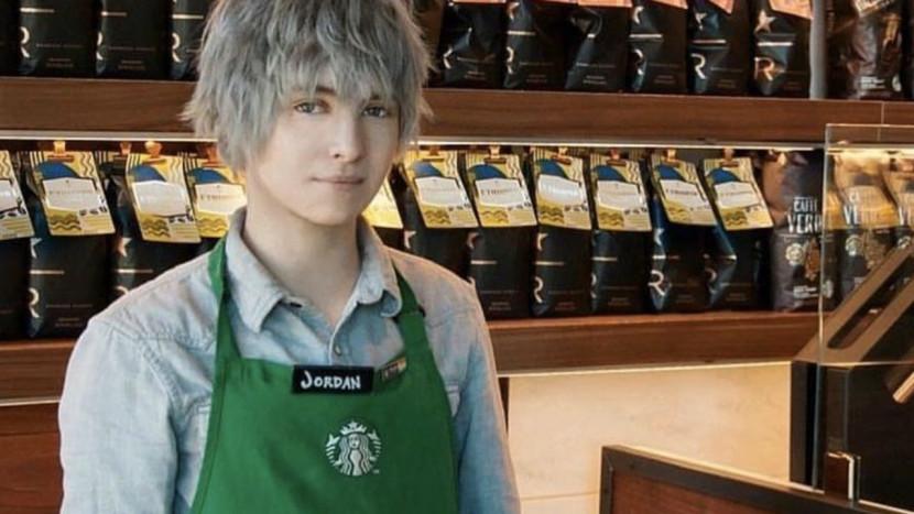 Deze Starbucks barista lijkt wel een Final Fantasy personage