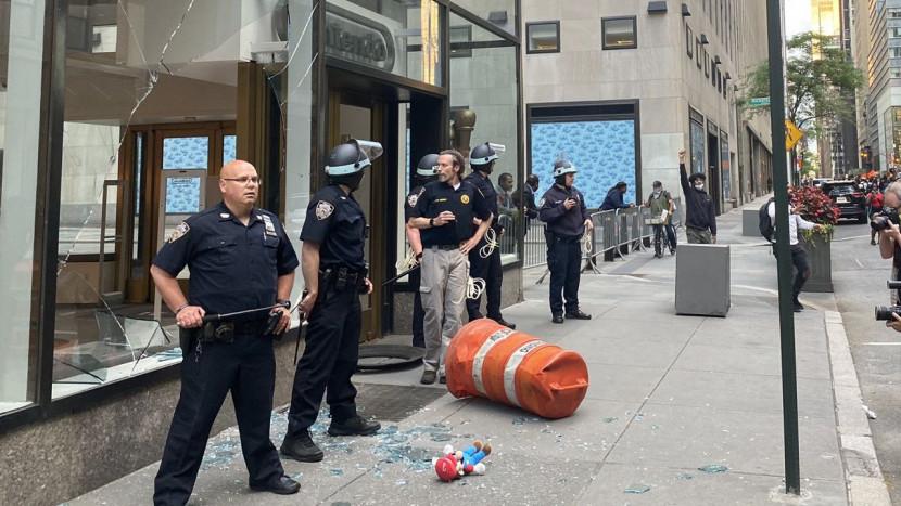 Video: Nintendo Store in New York aangevallen tijdens rellen