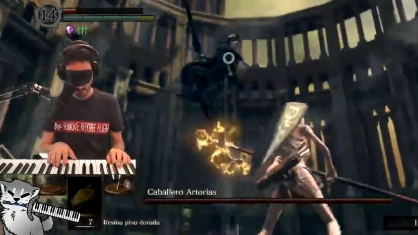 Indrukwekkend: Dark Souls boss battle gewonnen, geblinddoekt en met piano als controller, zonder geraakt te worden