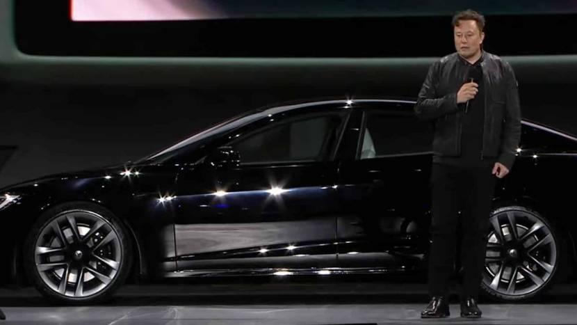 Elon Musk toont nieuwe Tesla die Cyberpunk 2077 kan draaien
