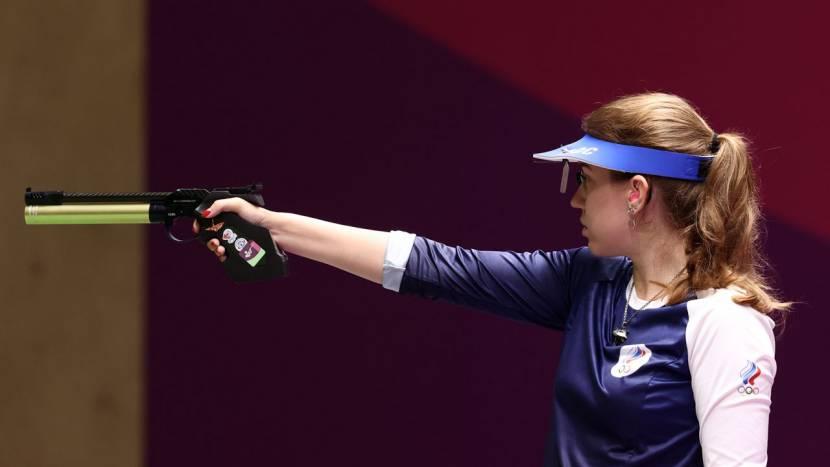 Russische wint Olympisch goud met The Witcher medaillon rond haar nek
